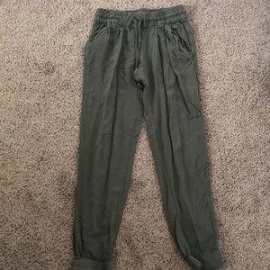 aritzia XXS green joggers pants